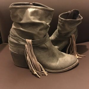 Tassle Slouchy Boots 👢 Greige Color